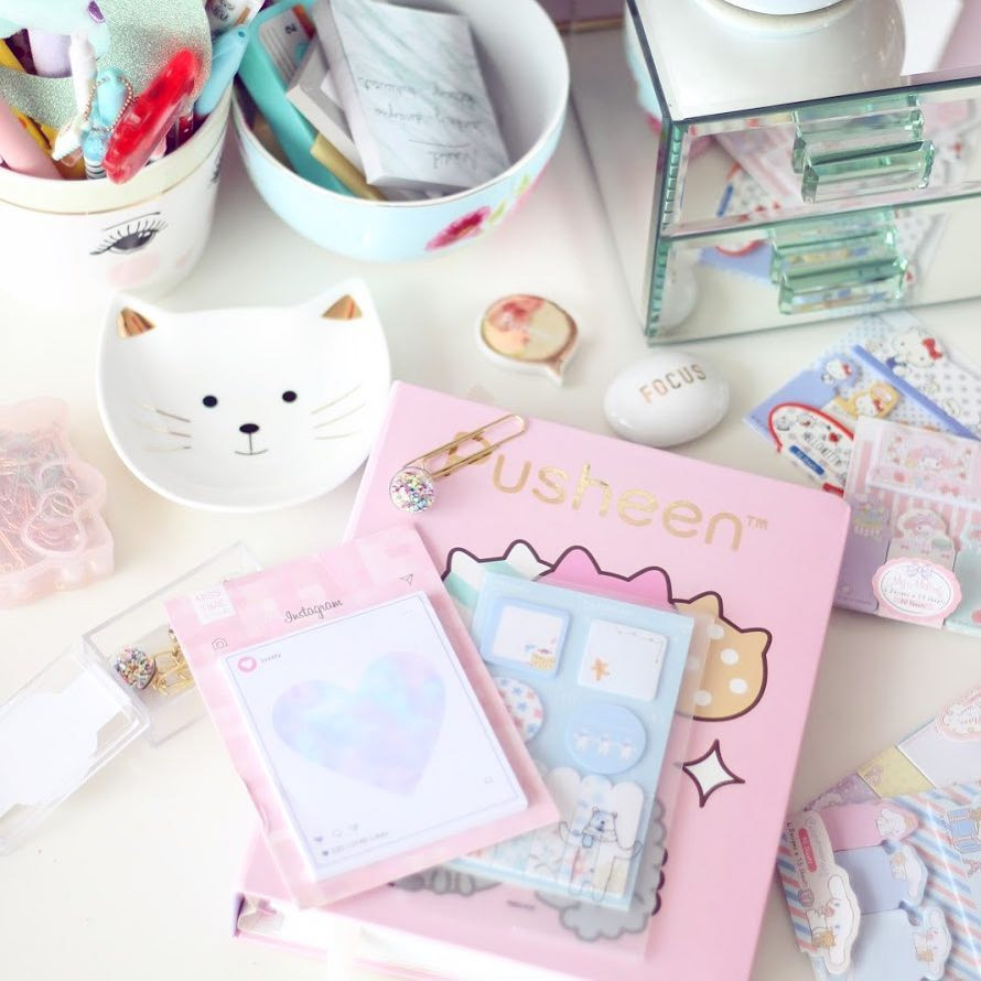 Cat Lover Aesthetic - Cute cat lover lifestyle desk